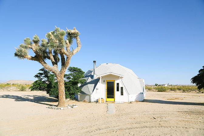 ashleigh-leech-someform-dome-in-the-desert-joshua-tree-01